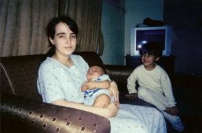 Nathalie avec le petit Abdullah et son frêre Samir